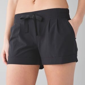 Lululemon Spring Break Away Short II SIZE 6